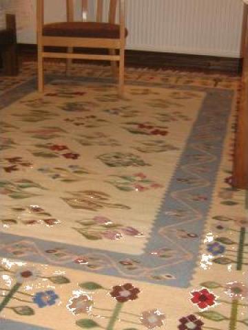 Covoare si carpete oltenesti, costume populare de la S.c. Myratis S.r.l.