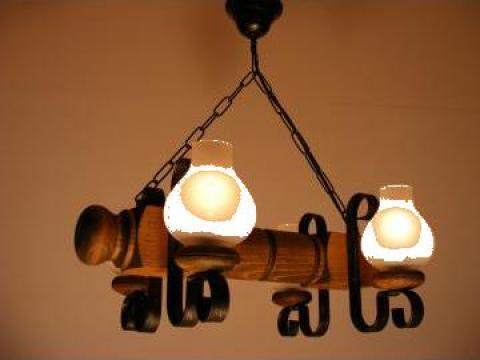 Lustra 4 becuri lemn antic Rustic de la Exodus Lighting Srl