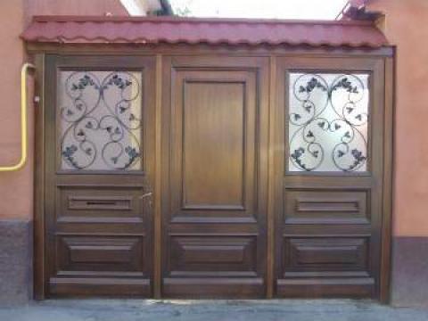 Poarta clasica din lemn cu fier forjat de la Lemn Decor Transilvania Srl-D