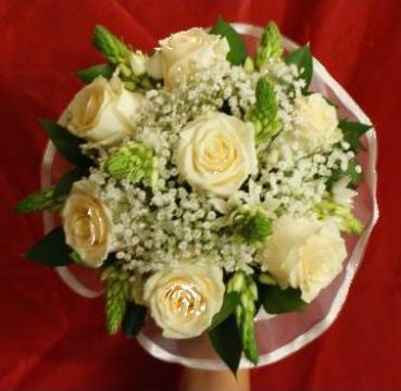 Buchet de mireasa 7 trandafiri albi 1791 de la Floraria Stil