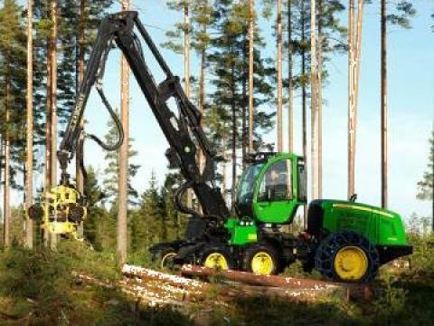Utilaje de recoltare busteni - harvester John Deere 1170E