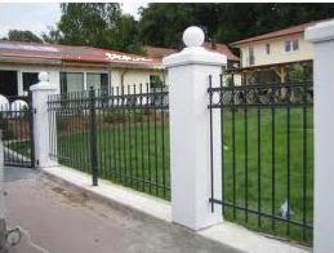 Gard metalic, simplu sau cu elemente de fier forjat de la Rollux Construct
