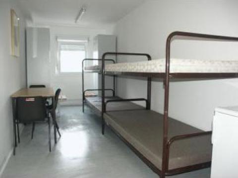 Container dormitor cu 4 paturi de la Valahus Srl.