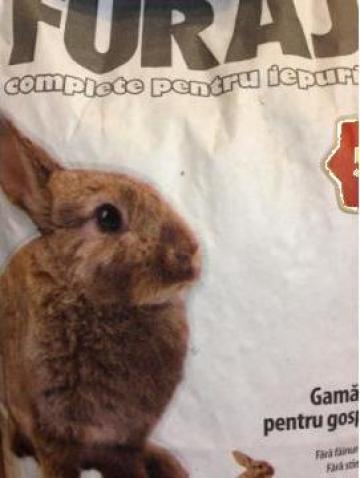 Furaj complet pentru iepuri de la Panthera Med
