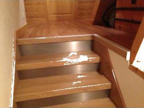 Scari interioare din lemn de la Leontech Electric Srl