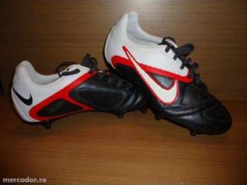 Ghete fotbal din piele Nike de la