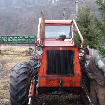 Tractor articular forestier TAF de la Sc Vankpro Emarket Srl