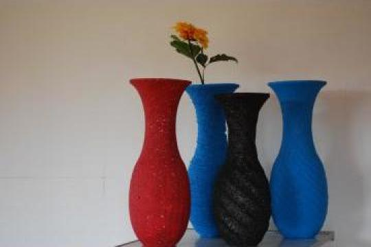 Vaze de flori de la Big Polistiren Srl.