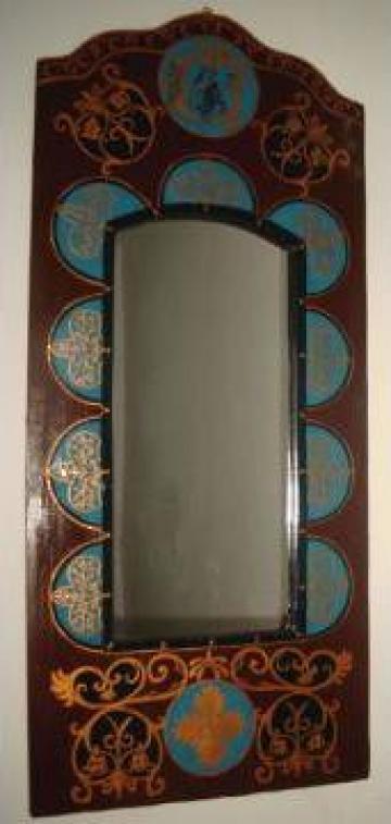 Oglinda cu rama pictata cu motive medievale