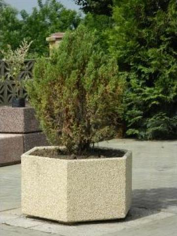 Jardiniera hexagonala de la Prefabet Srl