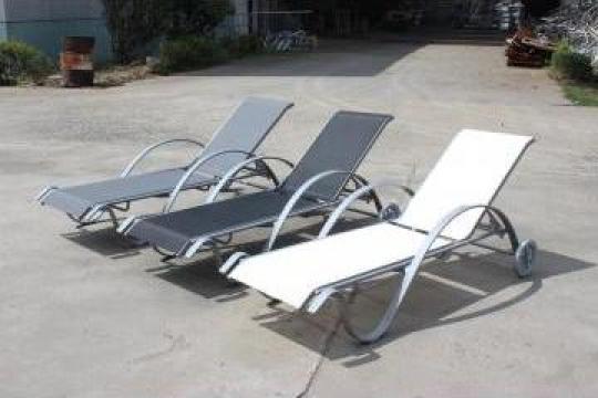 Sezlonguri elegante piscina hotel, strand, parc acvatic de la M.f.l. Contract Services Srl