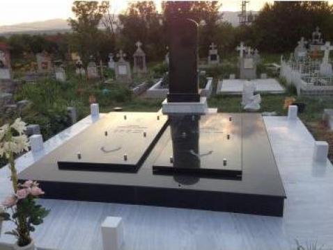 Monumente funerare de la Long Invest Srl