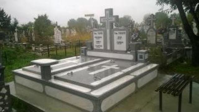 Monument funerar mozaic cu bagheta marmura