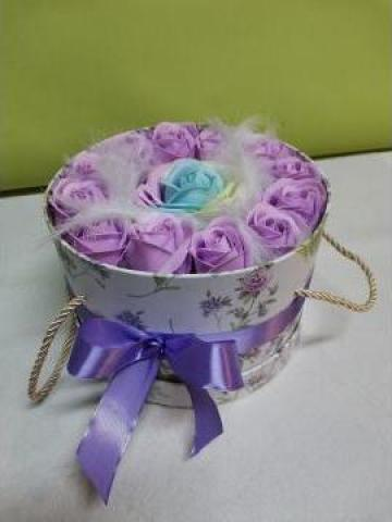 Cadou Cutie rotunda cu trandafiri de sapun lila 0092 de la Floraria Stil