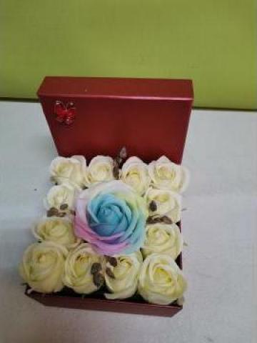 Cadou Cutie rosie trandafiri de sapun 0096 de la Floraria Stil