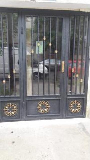 Usa metalica intrare in bloc de la Cosmicris Electric SRL