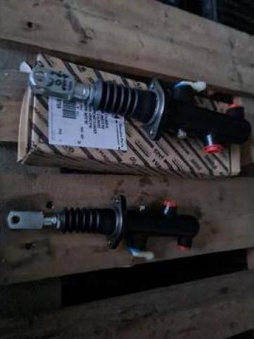 Pompa frana pentru buldoexcavator de la Auto-Kodin Srl