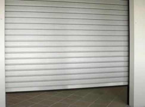 Usa garaj tip rulou de la Metglass