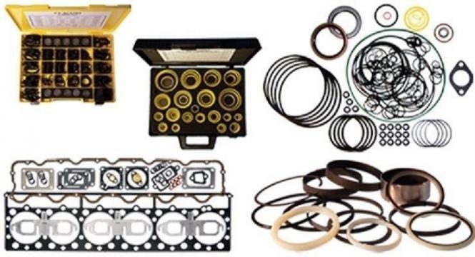 Kit garnituri motor pentru utilaj Caterpillar de la Intrapart Company Srl