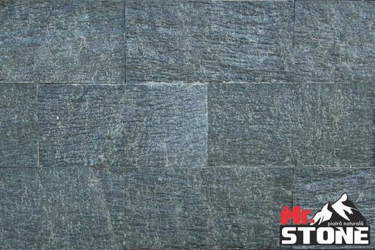 Granit verde split face de la Antique Stone Srl