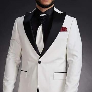 Costum mire alb
