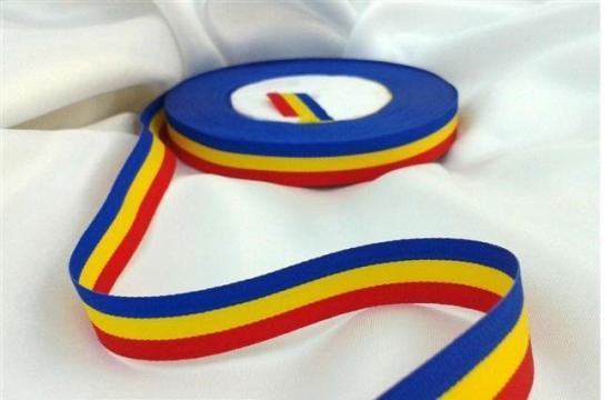Banda tricolor pentru decoratiuni de la Thegift.ro - Cadouri Online