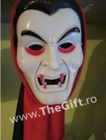 Masca cu gluga, Contele Dracula