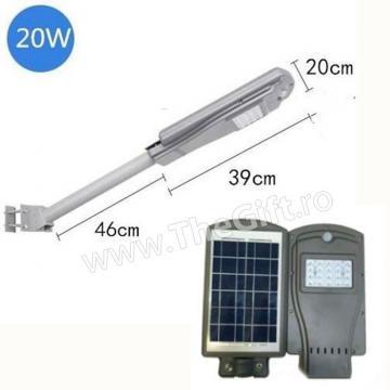 Stalp de iluminat pentru exterior cu panou solar de 20W de la Thegift.ro - Cadouri Online
