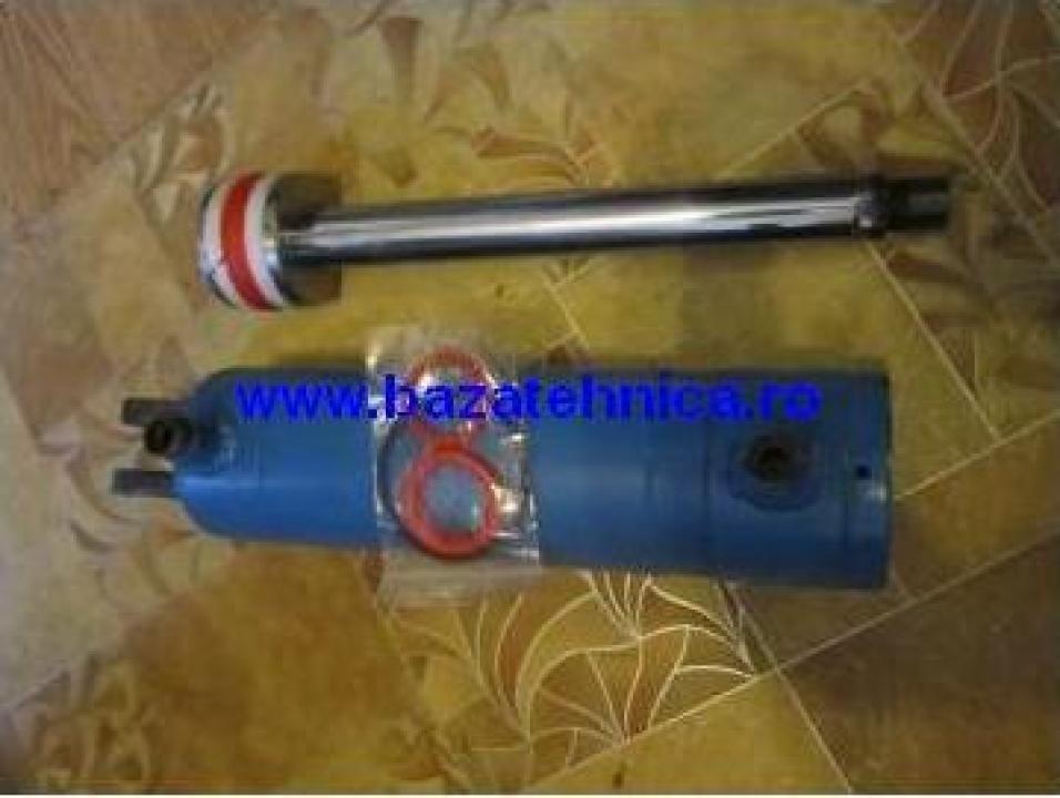 Reparatie cilindru hidraulic pentru ridicare trapa camion
