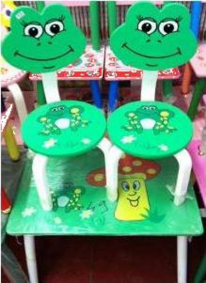 Mobilier pictat manual pentru copii