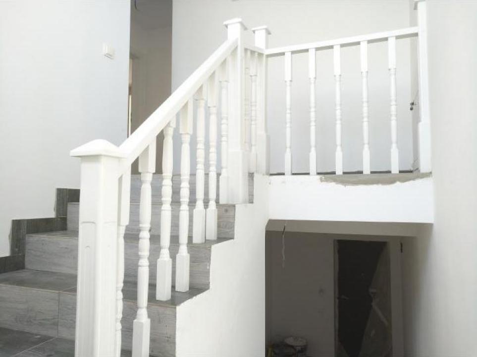 Balustrada alba lemn masiv